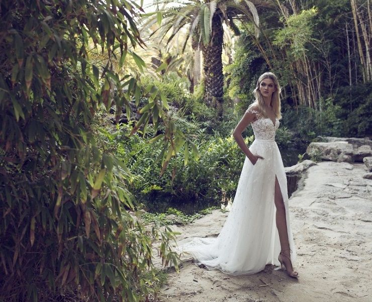 Off the shoulder wedding dress | itakeyou.co.uk #wedding #weddingdresses #weddingdress #weddinggown #limorrosen
