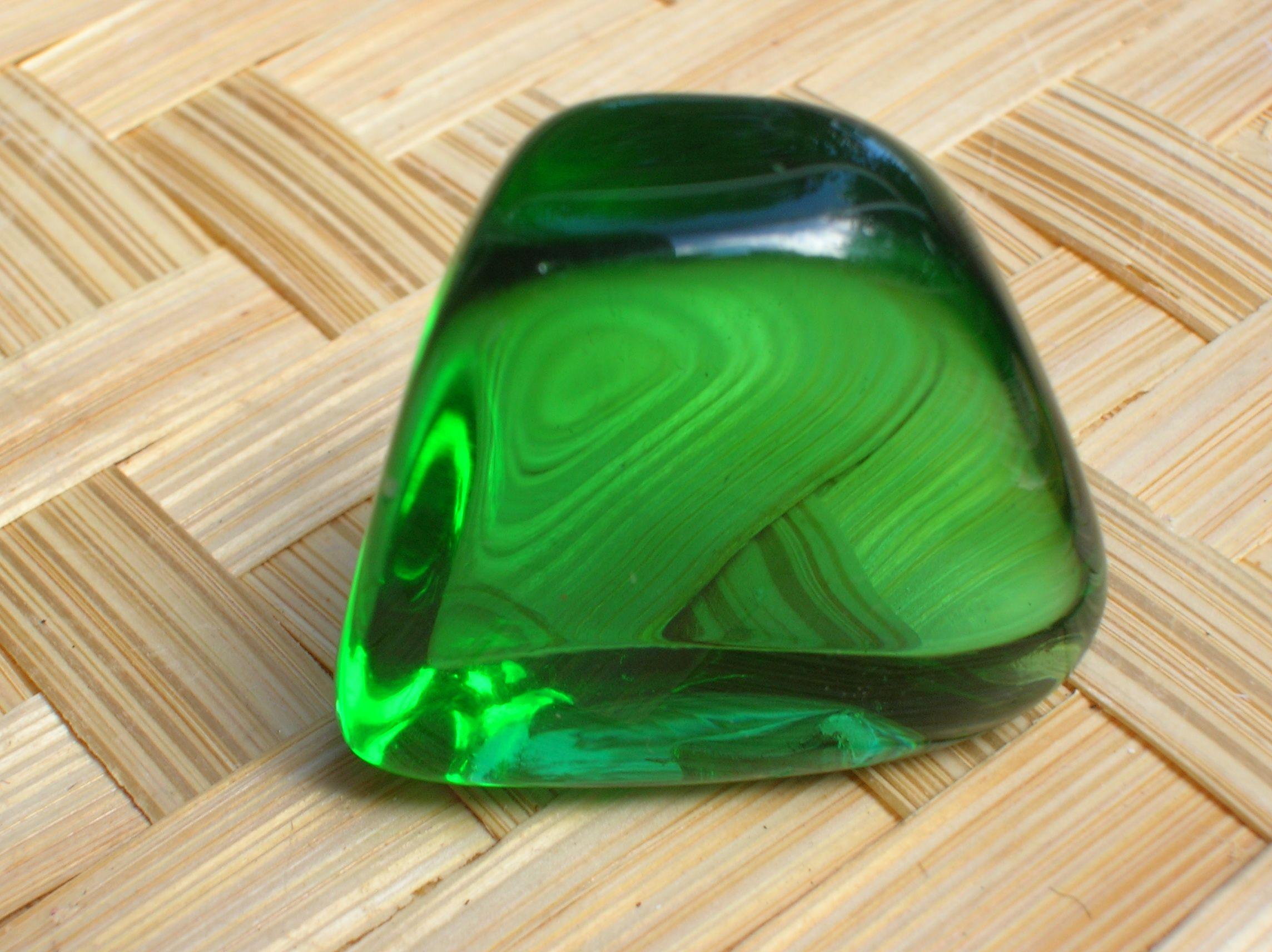 зелёный обсидиан фото