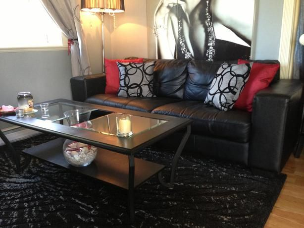 I Like The Red Accent Pillows On The Leather Couch Black Leather