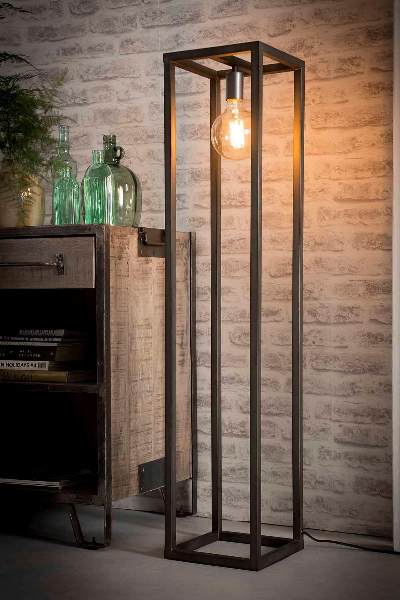 Extravagante Stehlampe In 2020 Industrie Strahler Stehlampe Lampe