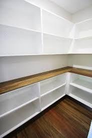 Bildergebnis für begehbare Speisekammer mit Holzbank und Durchreiche zur Küche  New Home Decorating Ideas  Pantrybegehbare