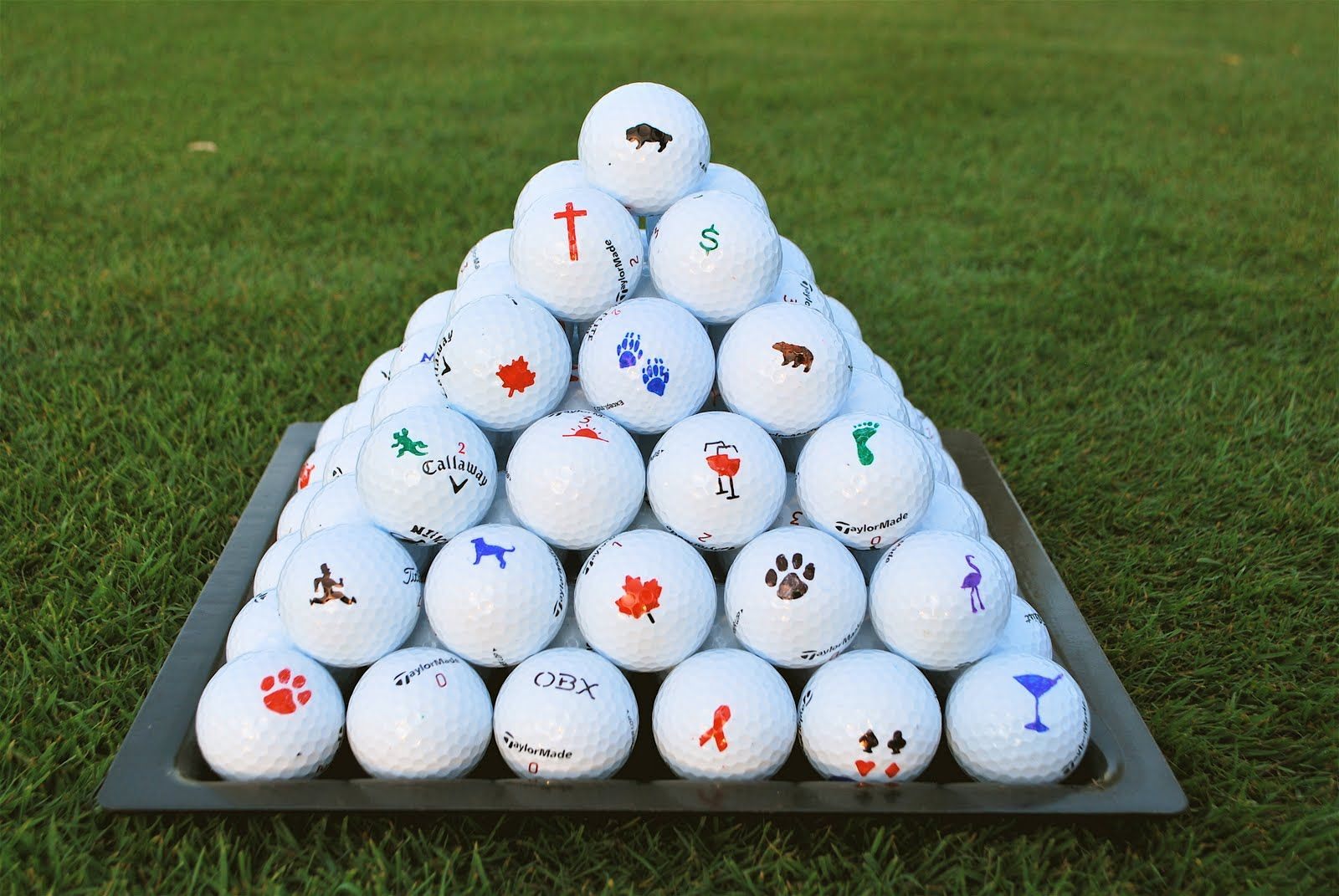 6c01f70aec3 Discover cool ways to mark your golf ball!  1. Grab a golf ball and a  sharpie marker. (color of your preference) 2. It is a very easy and common  design to ...
