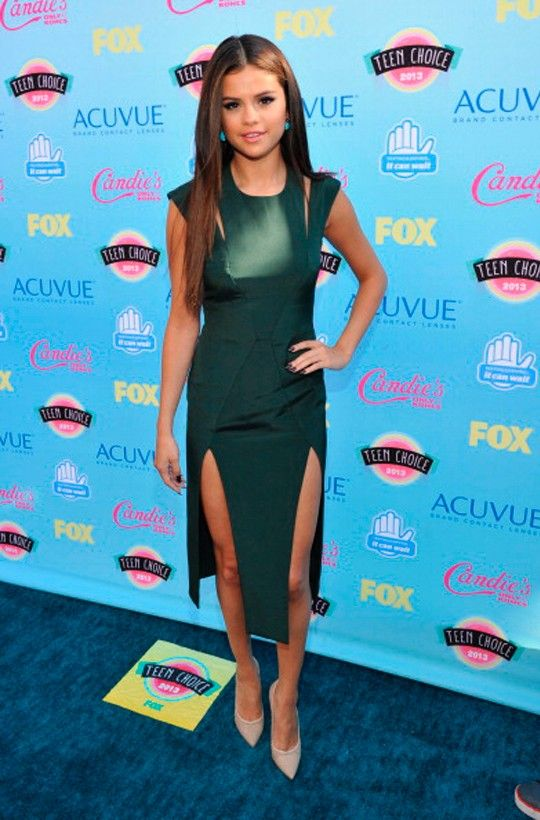 Pero la reina sigue siendo la reina. Sin duda alguna Selena Gómez (@Selena Gomez) brilló con luz propia. No tenemos ninguna duda de que iba perfecta para la gala. Nos encanta el corte del vestido, las aperturas y el color. ¡Selena iba de 10!