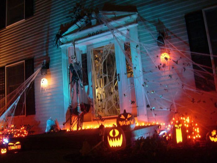 Enter If You Dare The 13 Scariest Halloween House Decorations