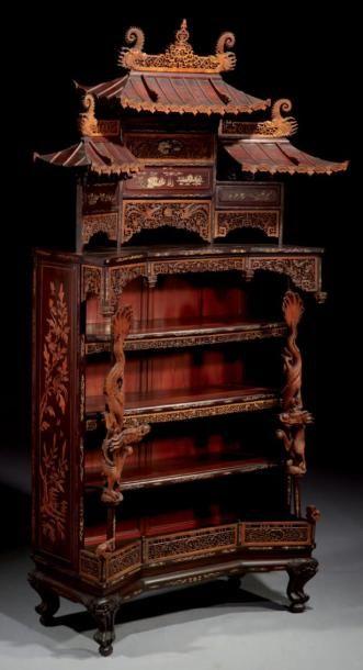 JAPON - Vers 1900 Etagère bibliothèque en bois incrusté de nacre et