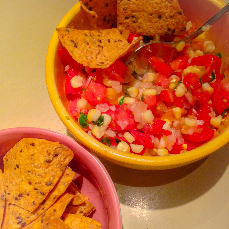 Une salsa aux tomates fraîches et maïs, une des idées pour cuisiner nos légumes de saison - Le pamplemousse picoté
