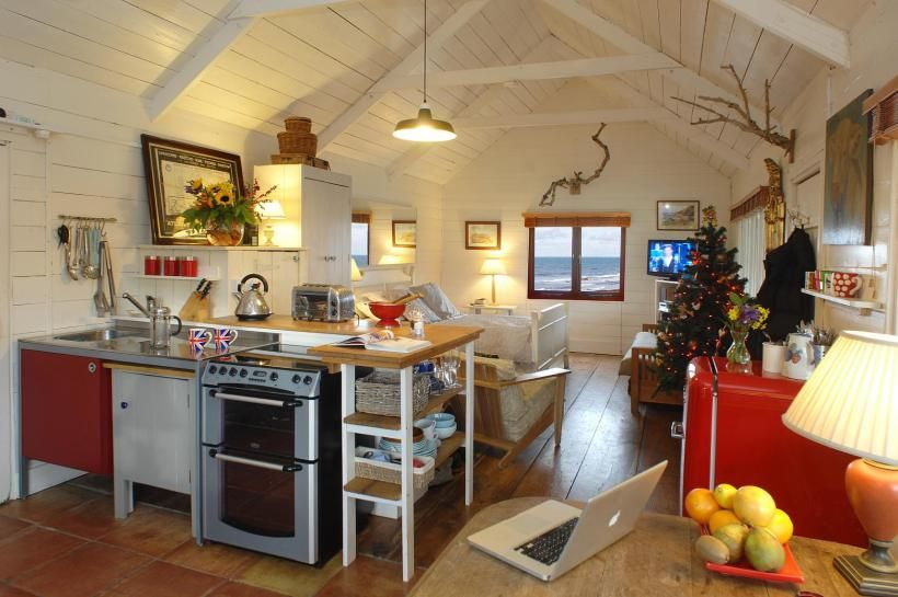 Cornish Küchen ~ This beach cottage in cornwall was built in the 1920s and