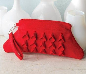 Create this mod wristlet sewing pattern, the perfect clutch purse to complement your winter wear.