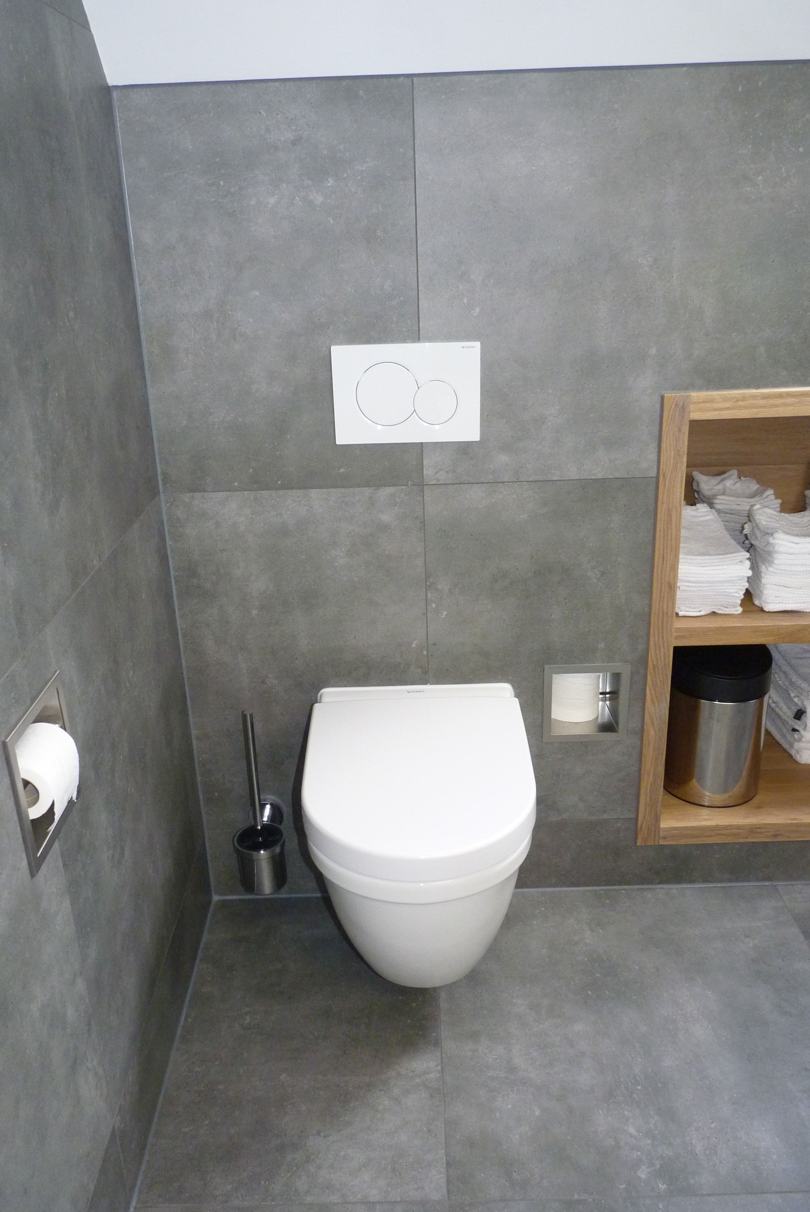 stoere moderne badkamer met grote betonlook tegels van de vtwonen