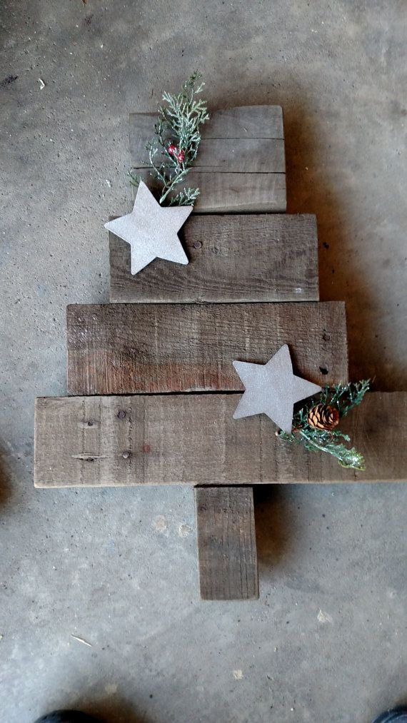 Pallet Board Christmas Tree (With images) | Christmas ...