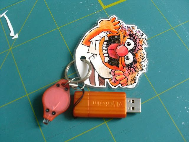 Beyond colour-coding: Give your regular office supplies some identity with a LED-light and a laminated drawing of a Muppet.