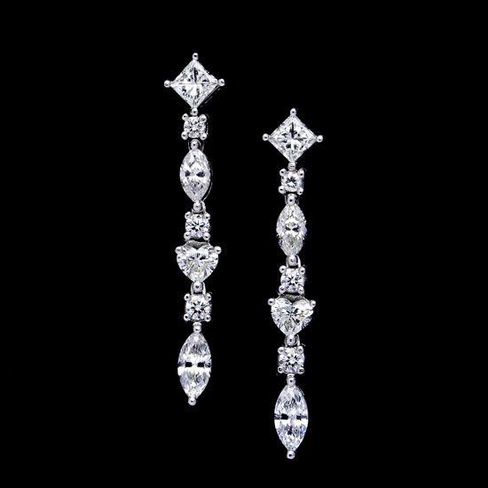 Pendientes de diamantes de varias formas de talla en oro blanco ideales para el día de la boda
