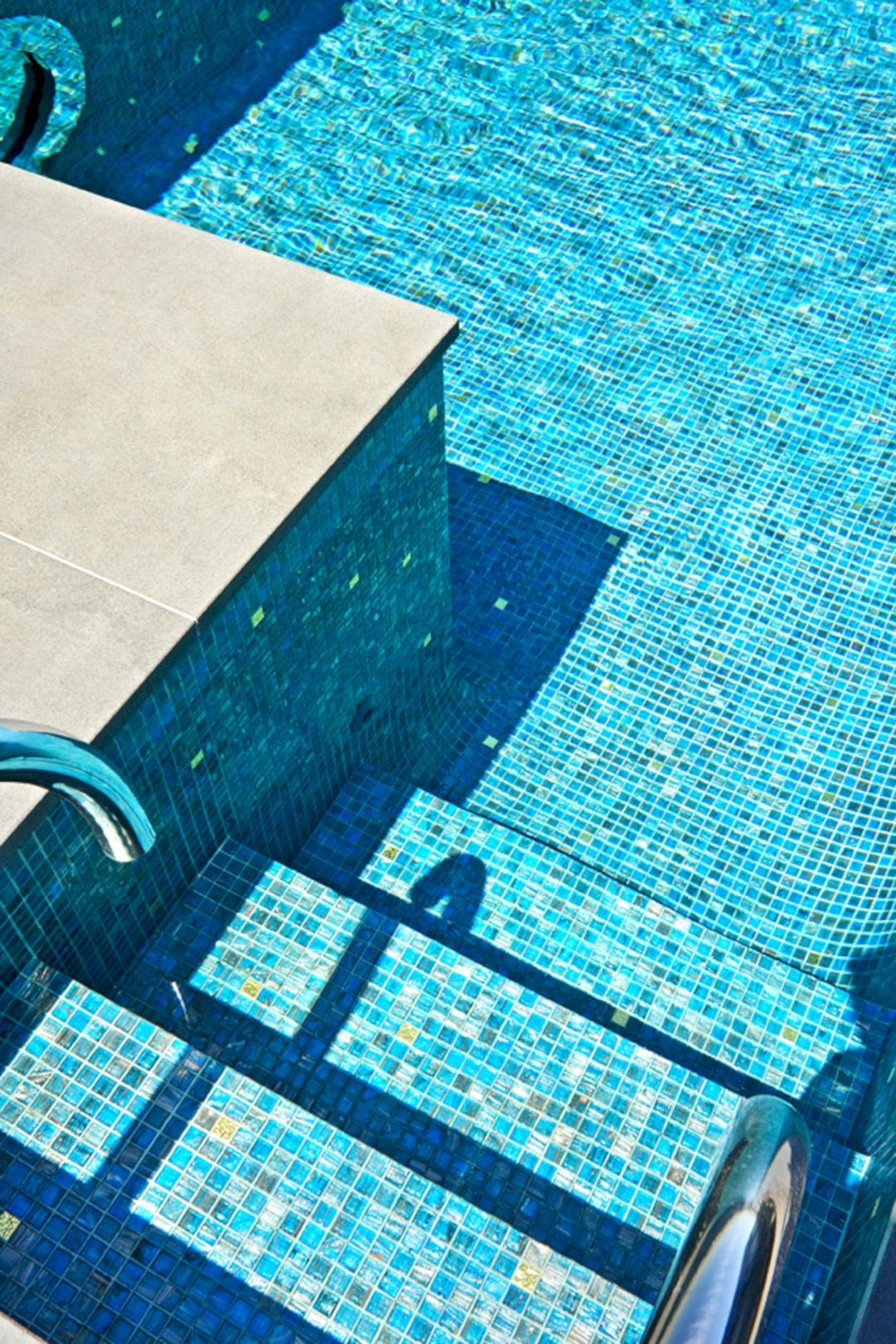Breathtaking 40 Stunning Mosaic Pool Tile Ideas For Luxurious