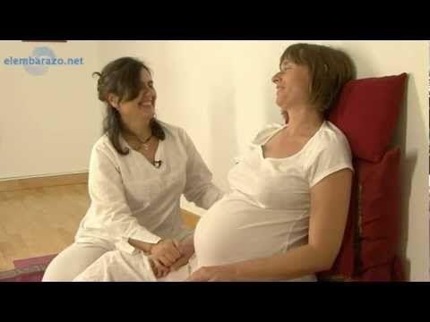 ▶ Yoga embarazadas. Aprende a conectar con tu bebé - YouTube