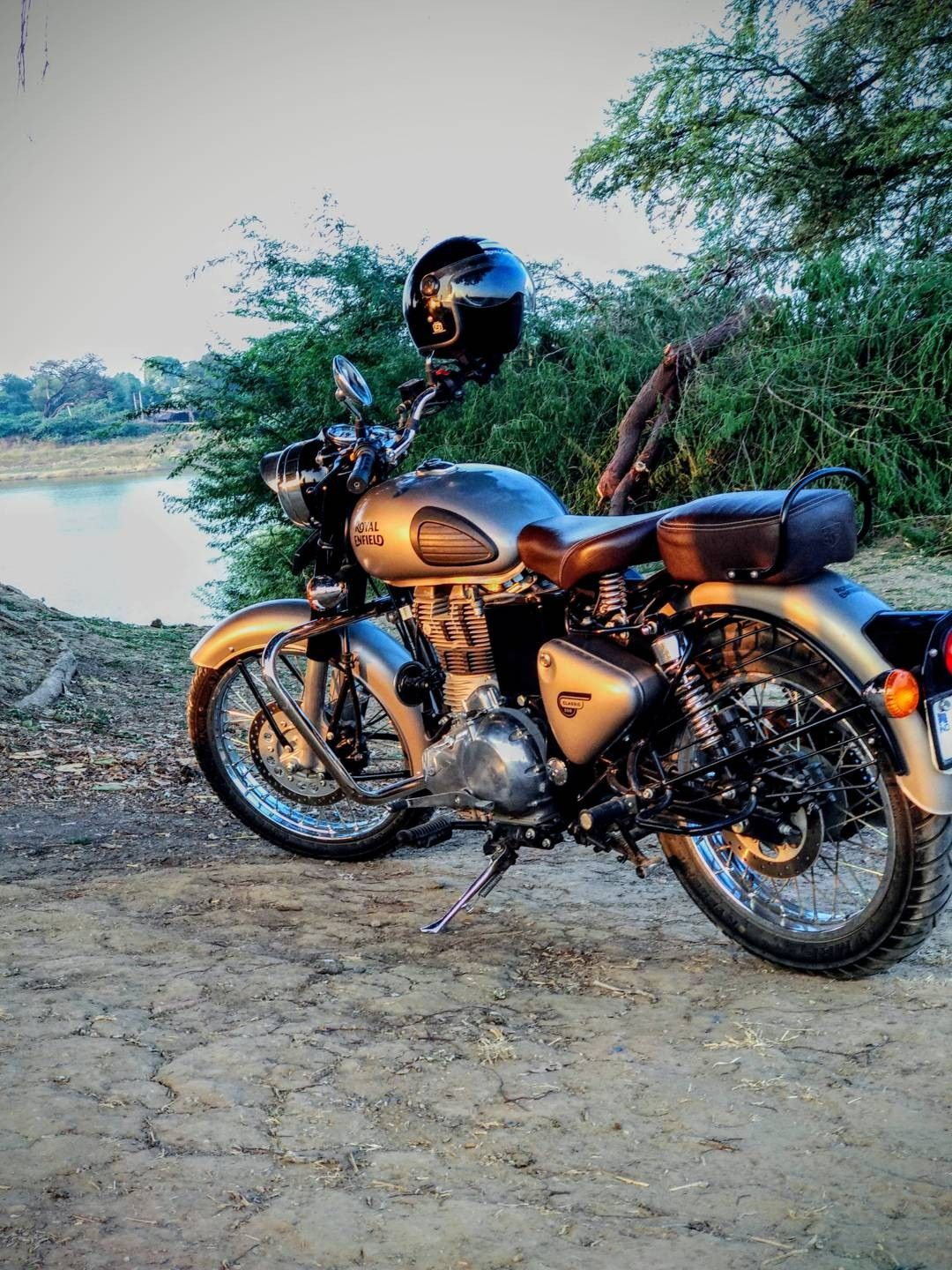 Royal Enfield Wallpapers Image By Ruchi Singh On Enfield
