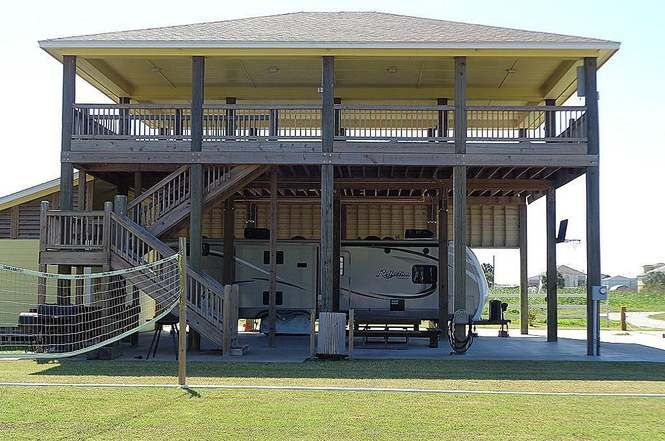 904 Moms Rd Crystal Beach Tx 77650 Photo 1 Of 17 Rv Lots Beach House Design House On Stilts