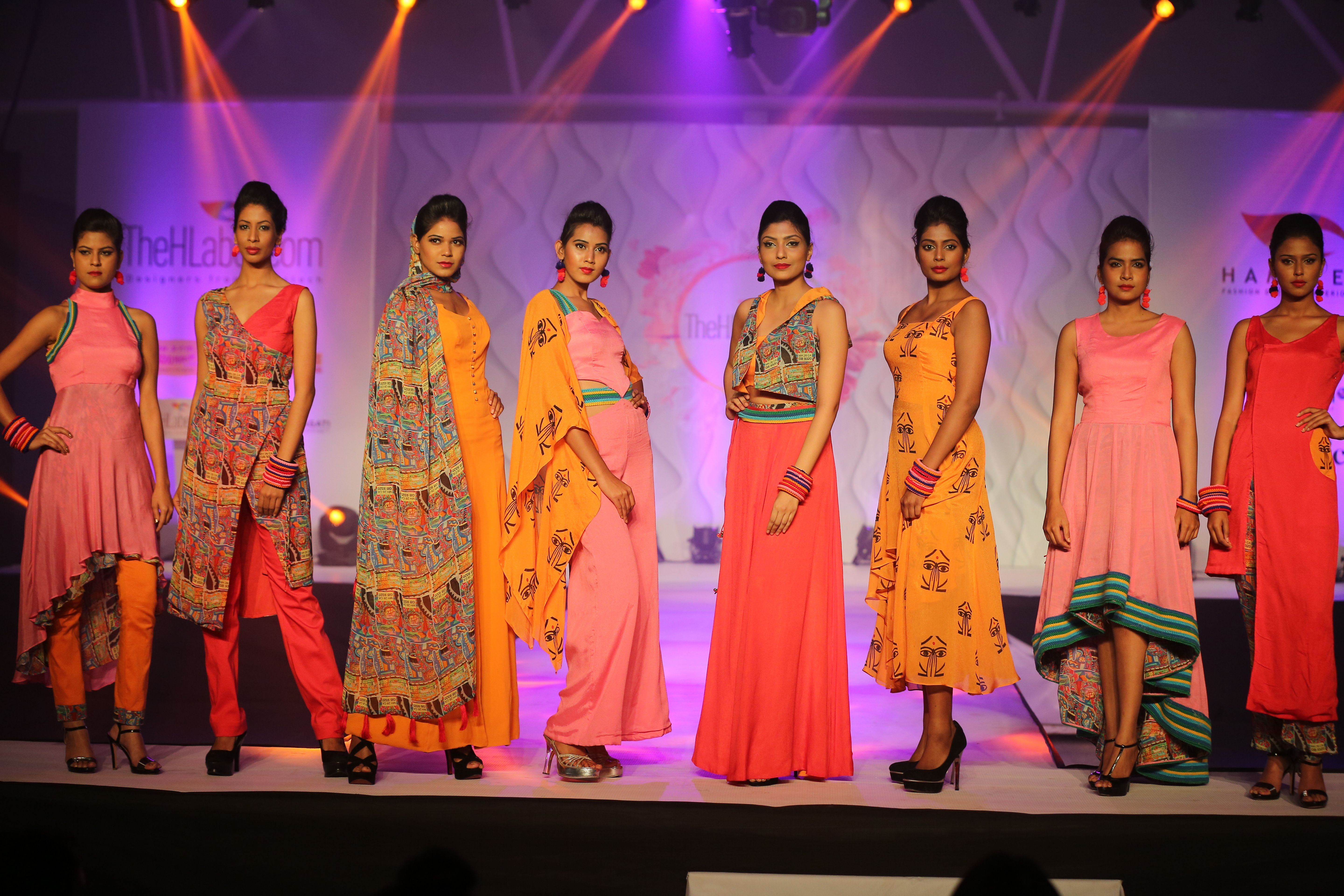 Hamstech Institute Of Fashion And Interior Design S Designers Showcased Their Collection Bharat Benz On The Ramp At The Hl Fashion College Design Sale Design