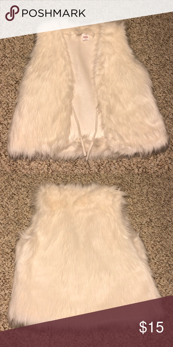 Cream White Fur Vest Brand New Cream White Fur Vest Never Worn And In Perfect Condition Size M Mossimo Supply Co Jackets White Fur Vest Fashion Fur Vest