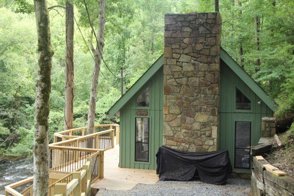 Rivers Edge Luxury 3 Bedroom Pigeon Cabin Rental
