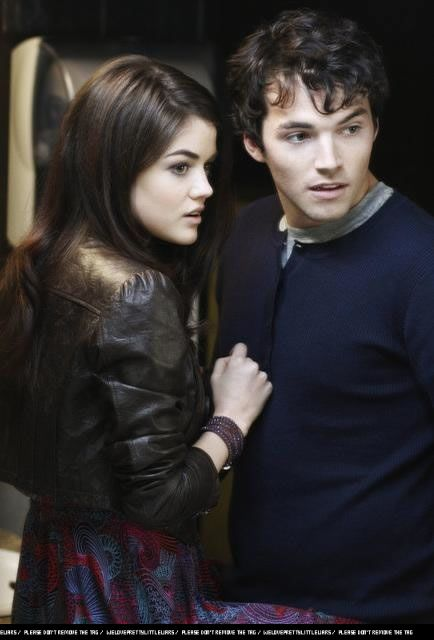 Aria Montgomery And Ezra Fitz Pretty Little Liars Season 1 Episode