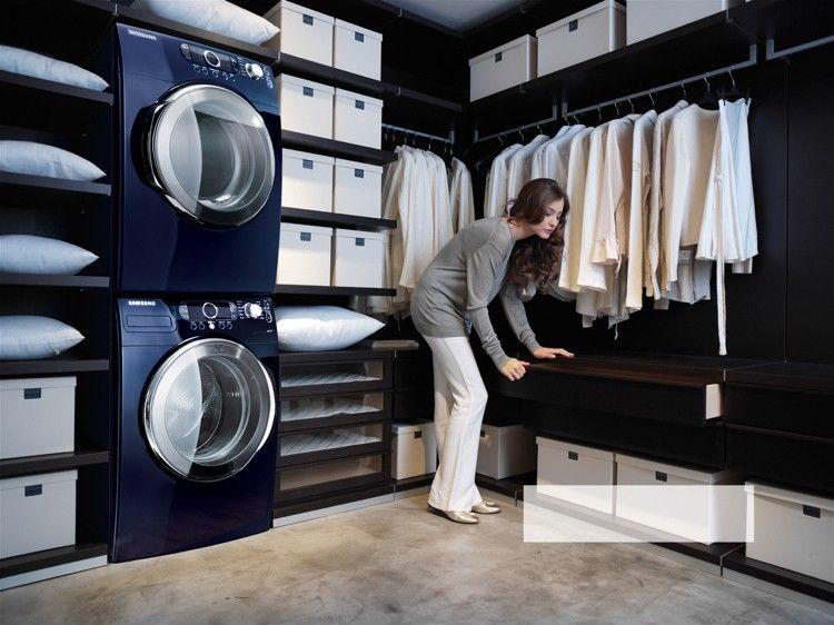 Trockner auf waschmaschine im begehbaren kleiderschrank mindert die