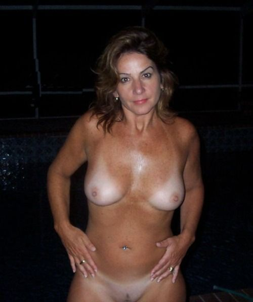 Apologise, Nude moms tan lines