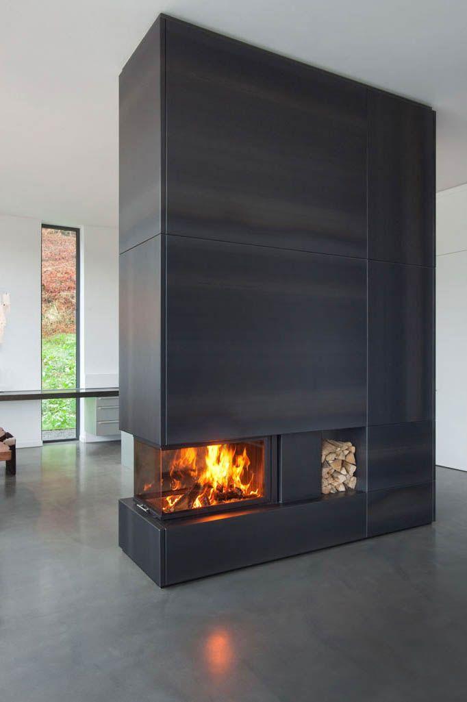 der feuerraum arte uh von spartherm ist dreiseitig einsehbar die anlage steht frei in dem sehr. Black Bedroom Furniture Sets. Home Design Ideas