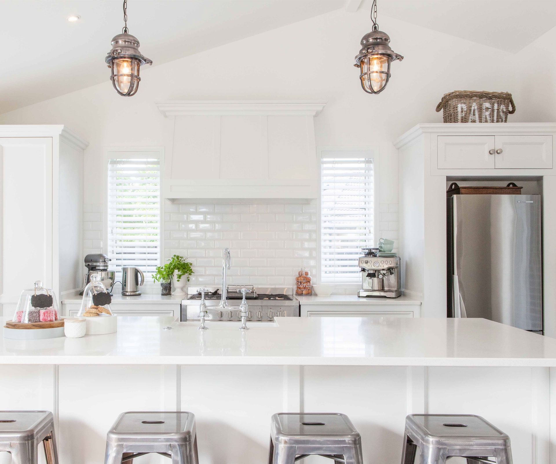 A Papamoa new-build with gorgeous villa features | Villas, Kitchens ...