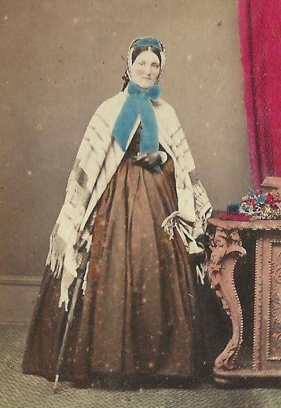 CDV PHOTO VICTORIAN WOMAN IN GREAT FASHION HOOP DRESS SHAWL SUPERB HAND TINT