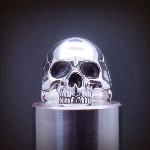 Silver skull ring. Anillo calavera de plata. Adam Ballester.