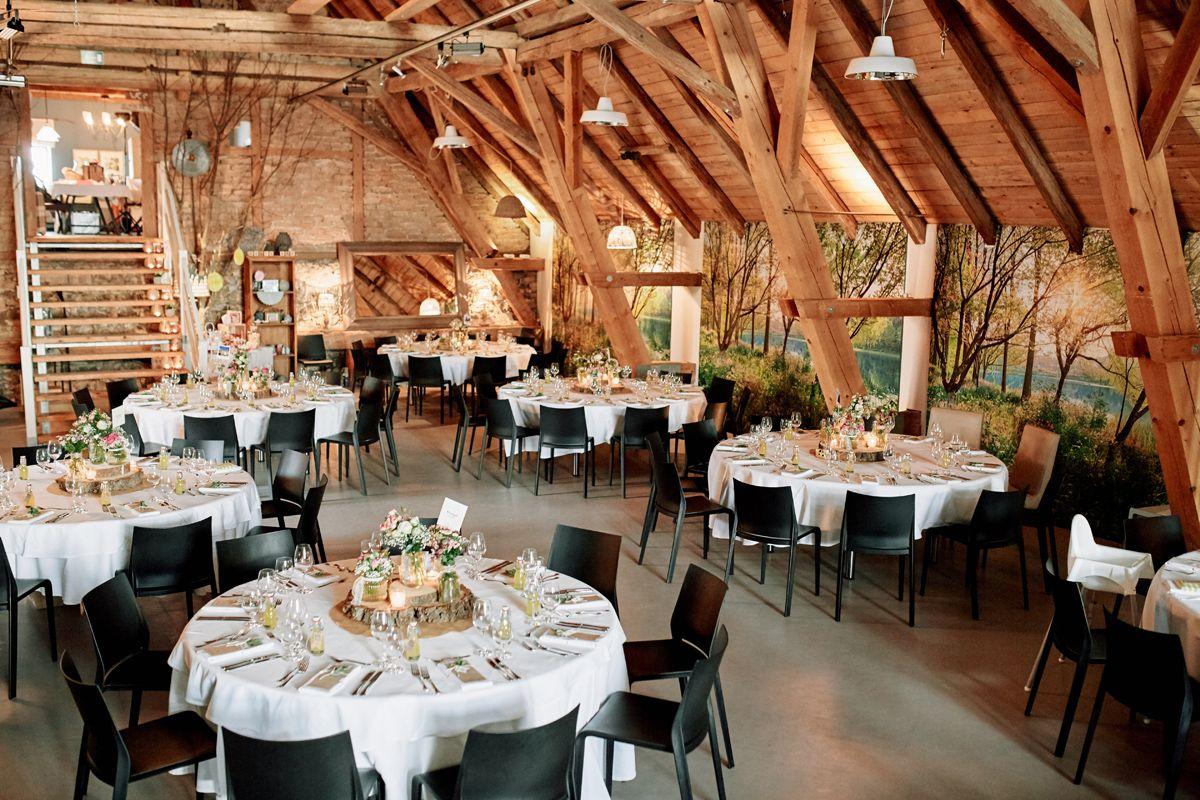 Originelle Landhaushochzeit Mit Vw Bulli Hochzeit Tischdeko Hochzeit Hochzeitsspiele