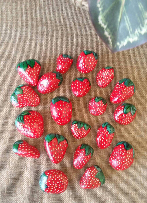 Fresas rojas pintadas sobre guijarros piedra por rockbyvicki piedras y m nd las pinterest - Fresas para piedra ...