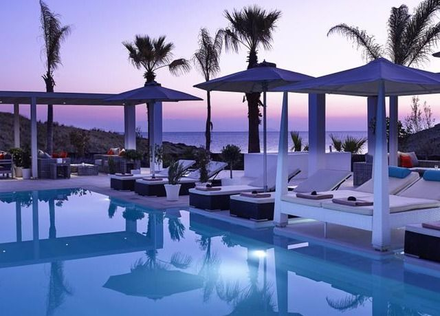 Chilled-out Santorini holiday | Save up to 70% on luxury travel | Secret Escapes