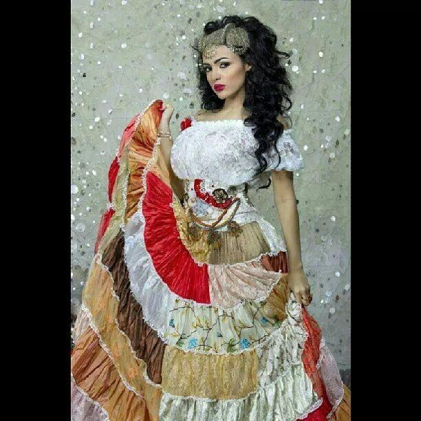 احلى نيفين ماضي في تصميم من تصميمات المصممة جومانا الحايك دار سارا Victorian Dress Fashion High Fashion
