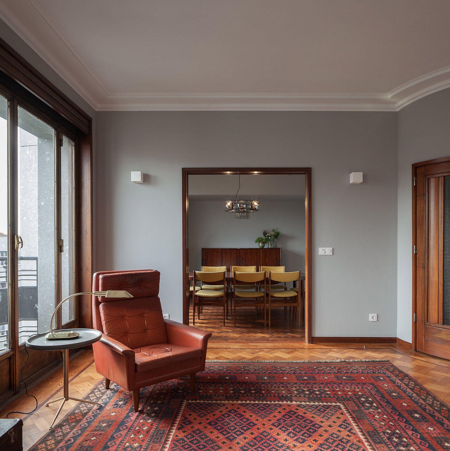 3 Dazzling Apartments With Retro Interiors In 1940s Porto Inspirational Interior Design Old Apartment Retro Apartment Retro Interior House Interior
