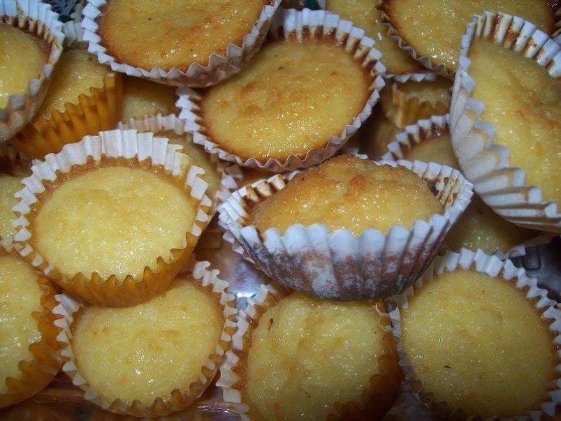 Aprenda a fazer essa deliciosa cocadinha  Ingredientes  200 g de coco ralado 3 ovos peneirados 2 colheres de sopa queijo parmesão ralado 2 latas de leite condensado Forminhas de