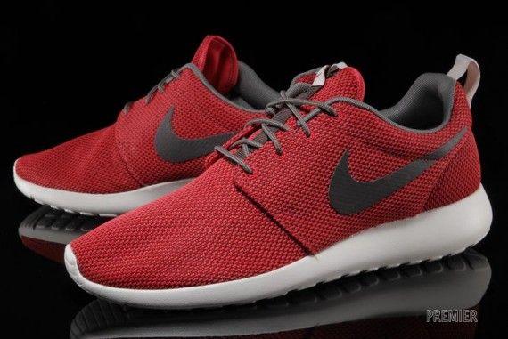 Nike Roshe Run: University Red/Velvet Brown