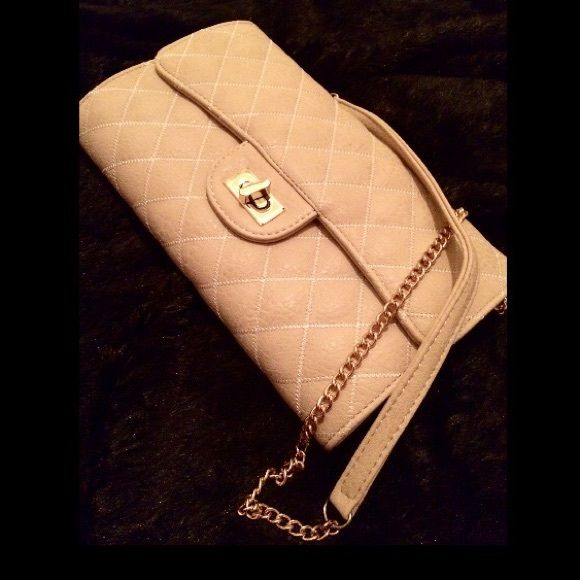 Quilted cream crossbody Beautiful cream quilted Crossbody. NWT. Length 6.5 X Width 10.5. Strap-- start of strap-bottom of bag (whole cross body) approx 29.5 Questions, ask below. 🚫PRICE FIRM🚫  🚫NO TRADES 🚫NO HOLDS 🚫NO NEGATIVITY 🚫🚫NO LOW BLOWS, will be DECLINED Boutique Bags Crossbody Bags