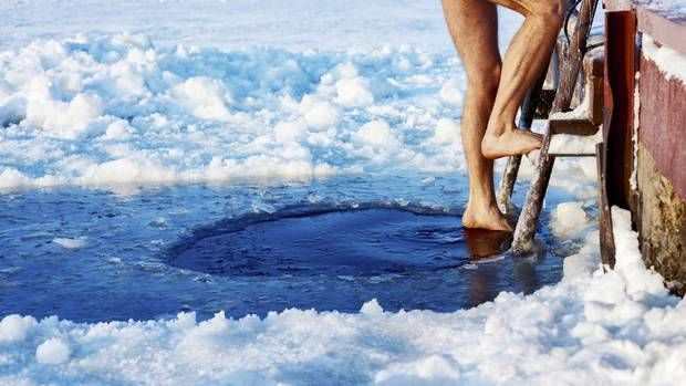 With the volatile U.S. election season behind us, let's focus on an even more bewildering and divisive debate: post workout ice baths