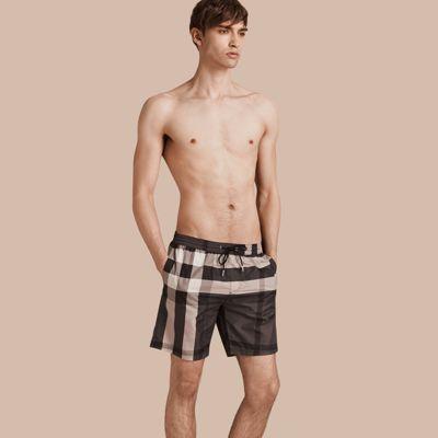 Short de bain à motif check (Anthracite) - Homme   Burberry   shorts ... 387f8d4fd51