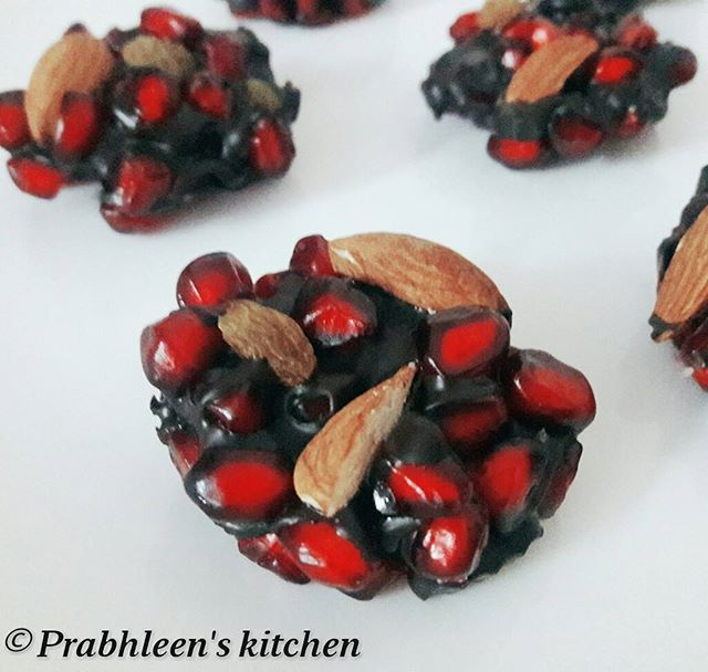 3 ingredients Chocolate Pomegranate Bites. A simple, colorful dessert for all oc...