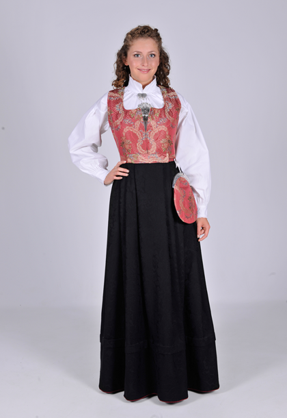 I Nord-Gudbrandsdalen tok kvinnene på begynnelsen av 1800-tallet i bruk livkjolen. Norddalskvinnene utviklet livkjolen til et festantrekk ved å sy om todelte 1700-tallsdrakter de hadde liggende. Livkjolen fikk navn etter hva slags tøy stakken/livkjolen var laget av. Damasktøyet til denne drakten veves nå i Norge og er rekonstruksjoner av 1700-tallstøy. Livkjolen, norddalskvinnenes folkedrakt, var i bruk helt frem til de første tiårene av 1900-tallet.