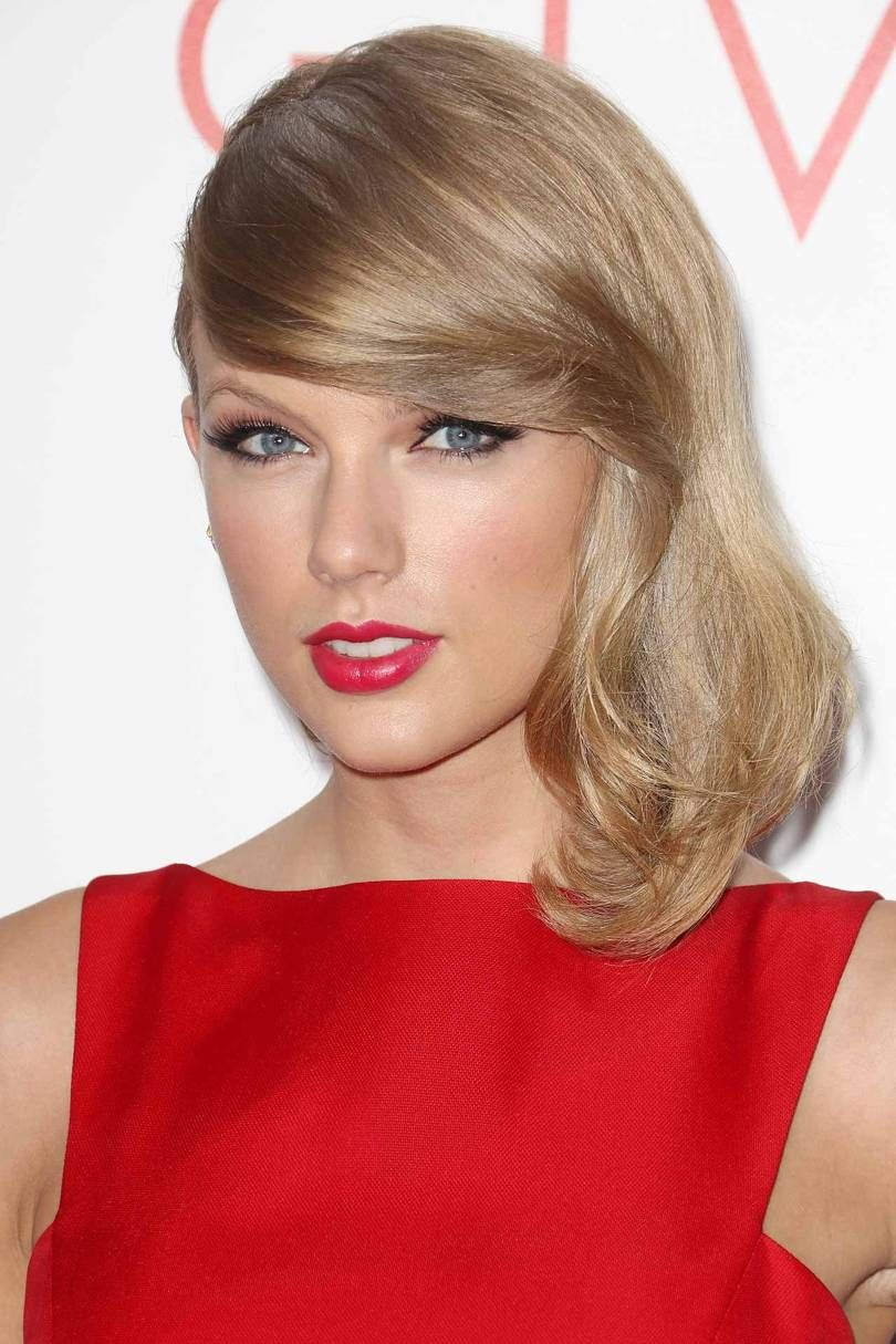Taylor Swift Haircuts 30 Taylor Swifts Signature Frisuren Side