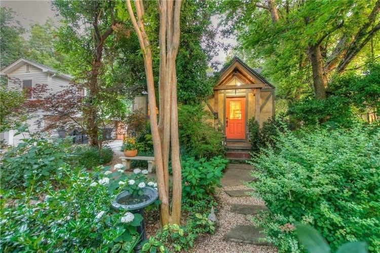 Look Inside This Enchanted Cottage For Sale In Oklahoma City Brims With Trendy Touches Apartment Therapy In 2020 Cottage Architecture Bathroom Outdoor Garden