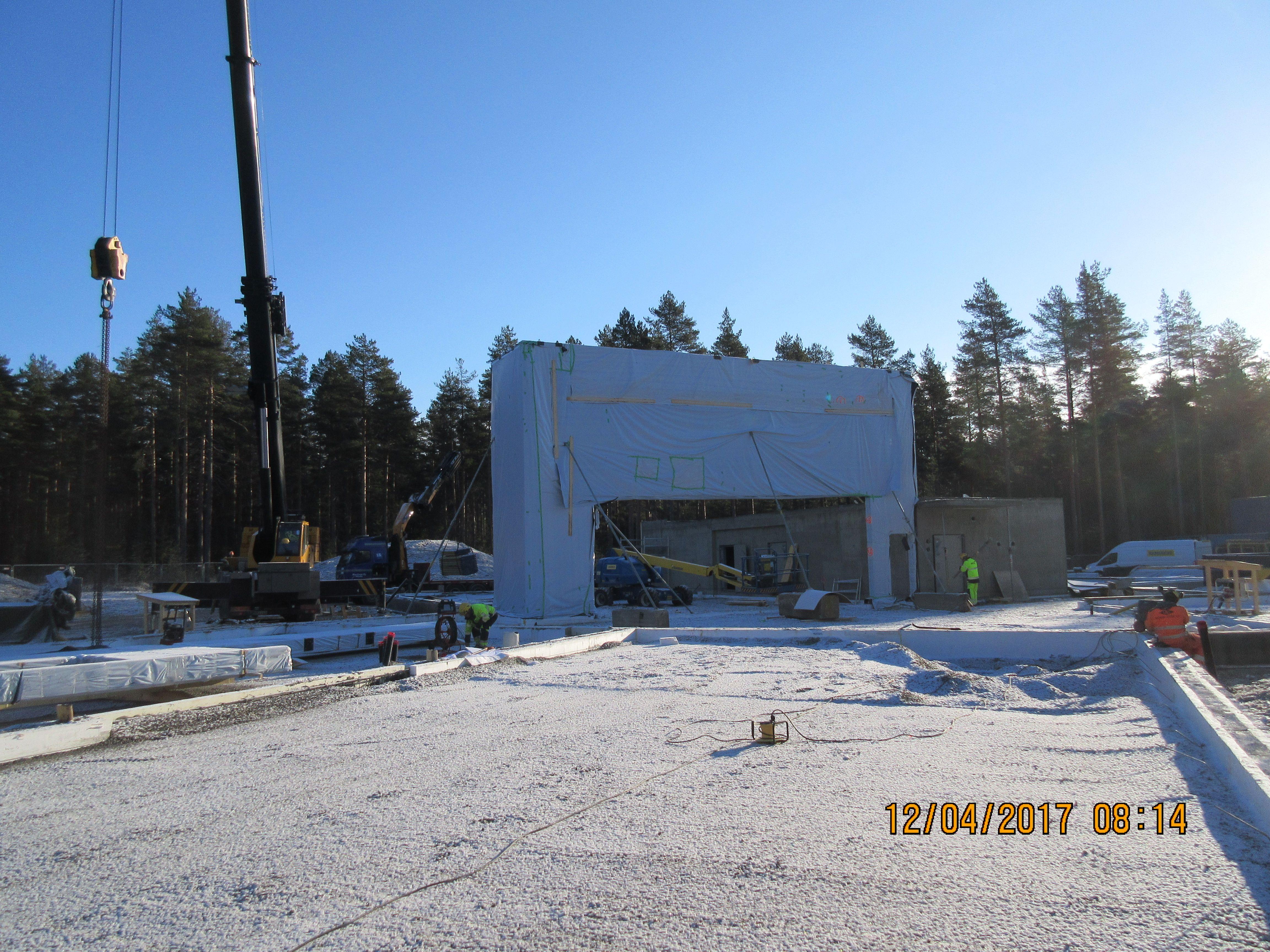 Ekokoulu nousee - ensimmäiset HOISKO CLT-seinäelementit pystyssä - HOISKO