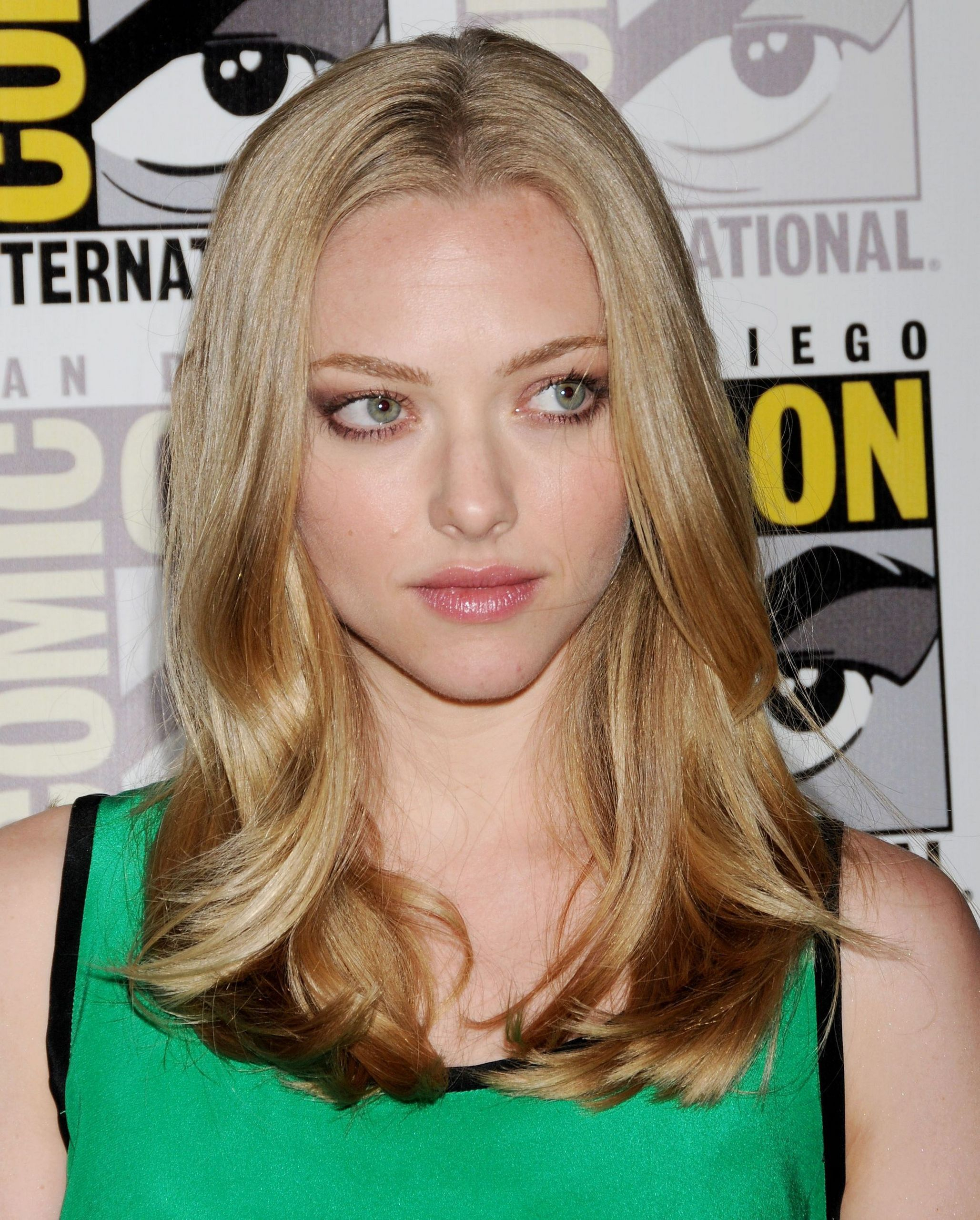 Amanda Seyfried shoulder length hair