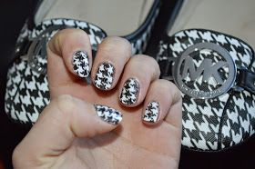 Yea it's in german, but you get the gist, and my girl Courty loves her some houndstooth.