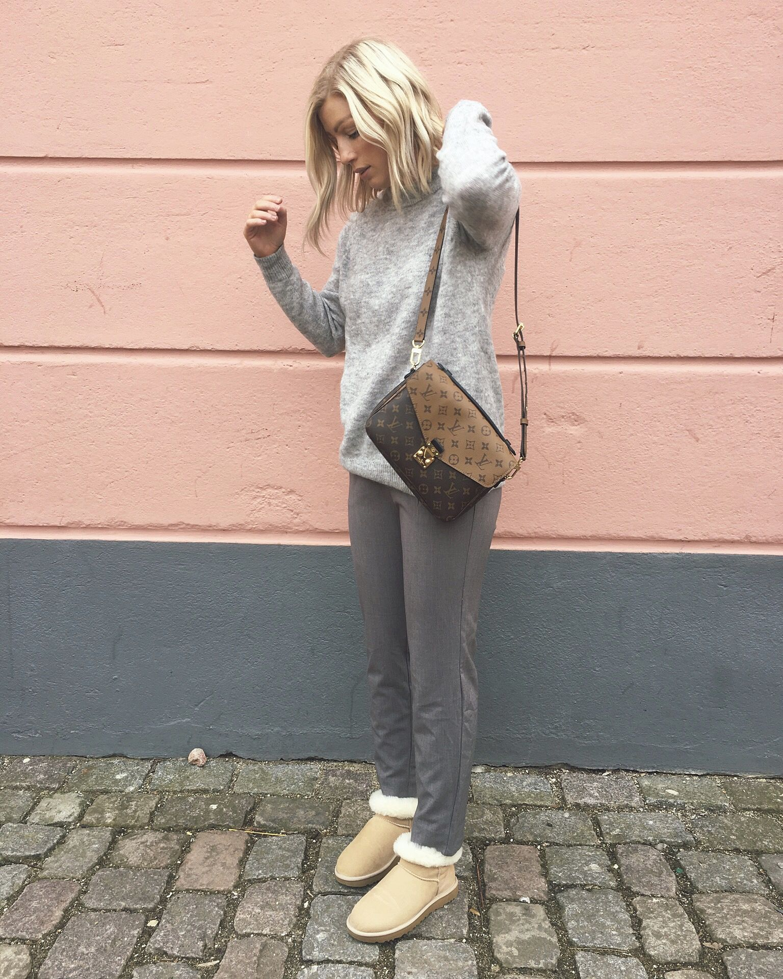 Grey minimalistic outfit fashion ugg mini ZARA H&M knit Louis Vuitton Pochette Metis reverse blonde medium bob curls