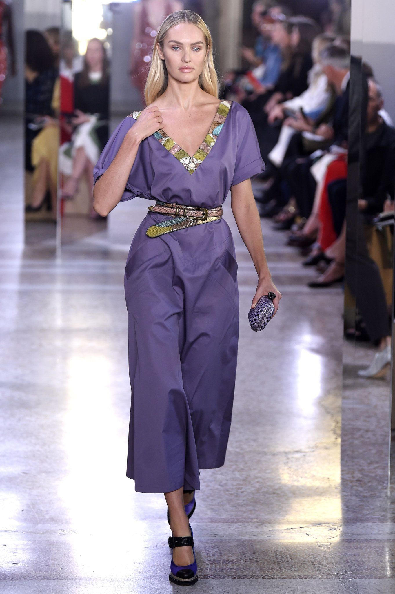 Candice swanepoel bottega veneta show in milan