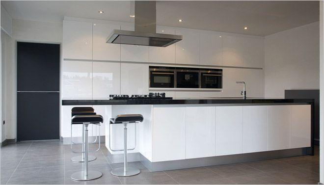 Keuken witte keuken met awart werkblad grijze muur : 1000+ ideeu00c3u00abn ...